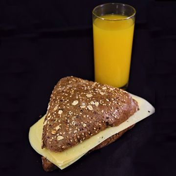 Afbeeldingen van Broodje belegen kaas